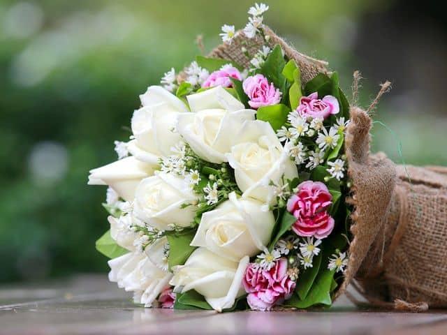 bo hoa hong trang tang sinh nhat